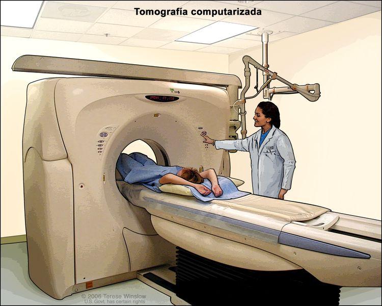Tomografía computarizada (TC) del abdomen; en la imagen se observa un paciente en una camilla que se desliza hacia la máquina de TC que toma imágenes radiográficas del interior del cuerpo.